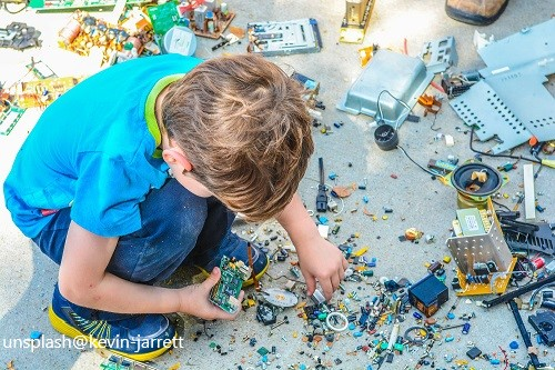 Kind beim Spielen Lernen im Flow